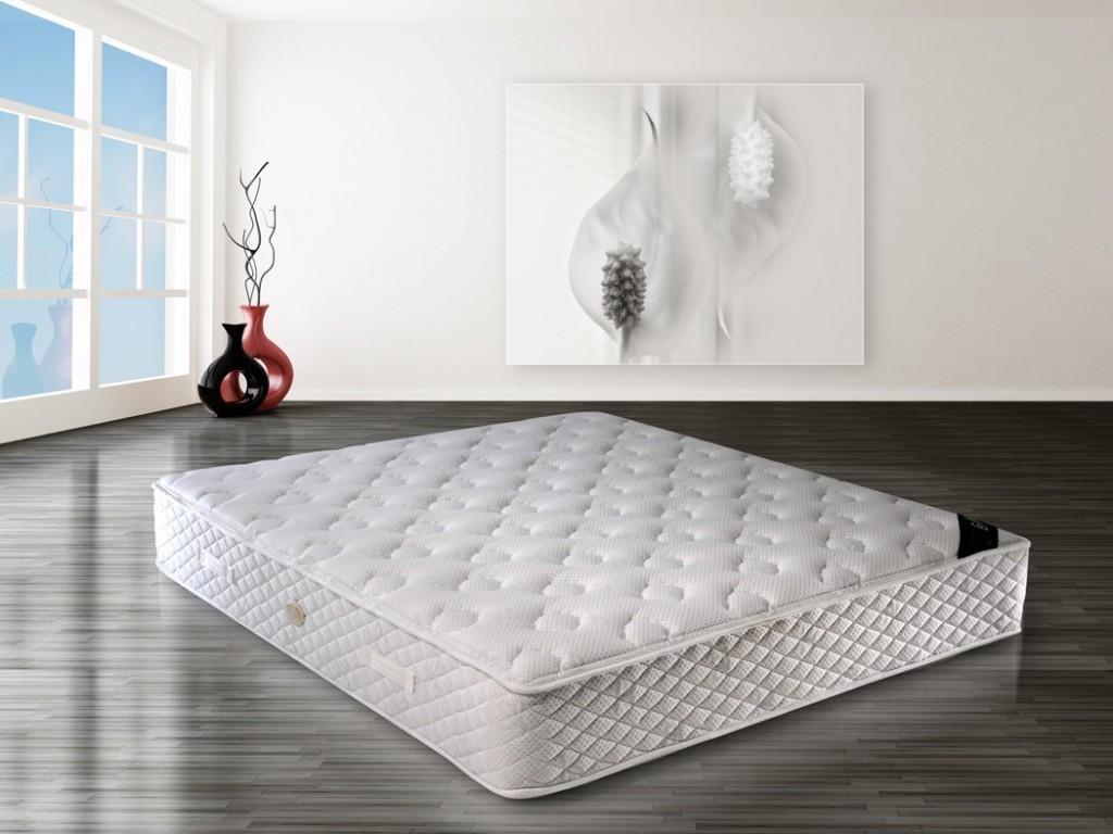 Черно белый бортик в кроватку